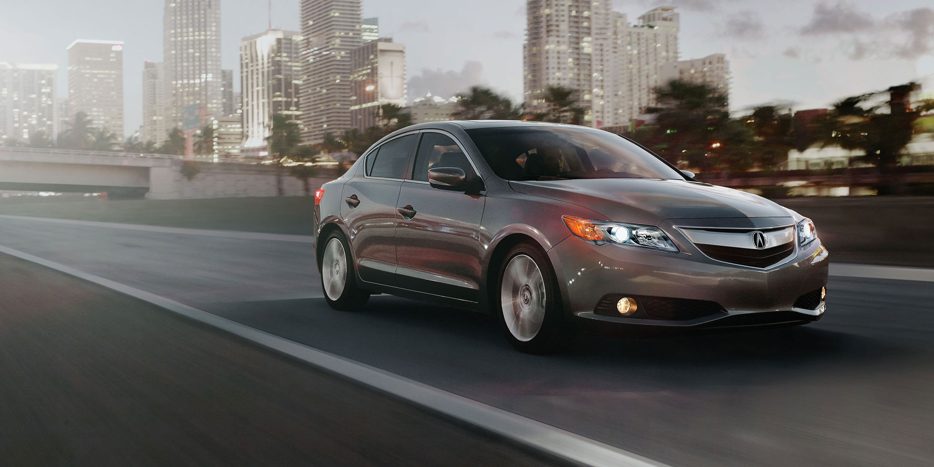 2013-ilx-exterior-5-speed-automatic-with-premium-package-in-polished-metal-metallic-skyline-1_hires.jpg