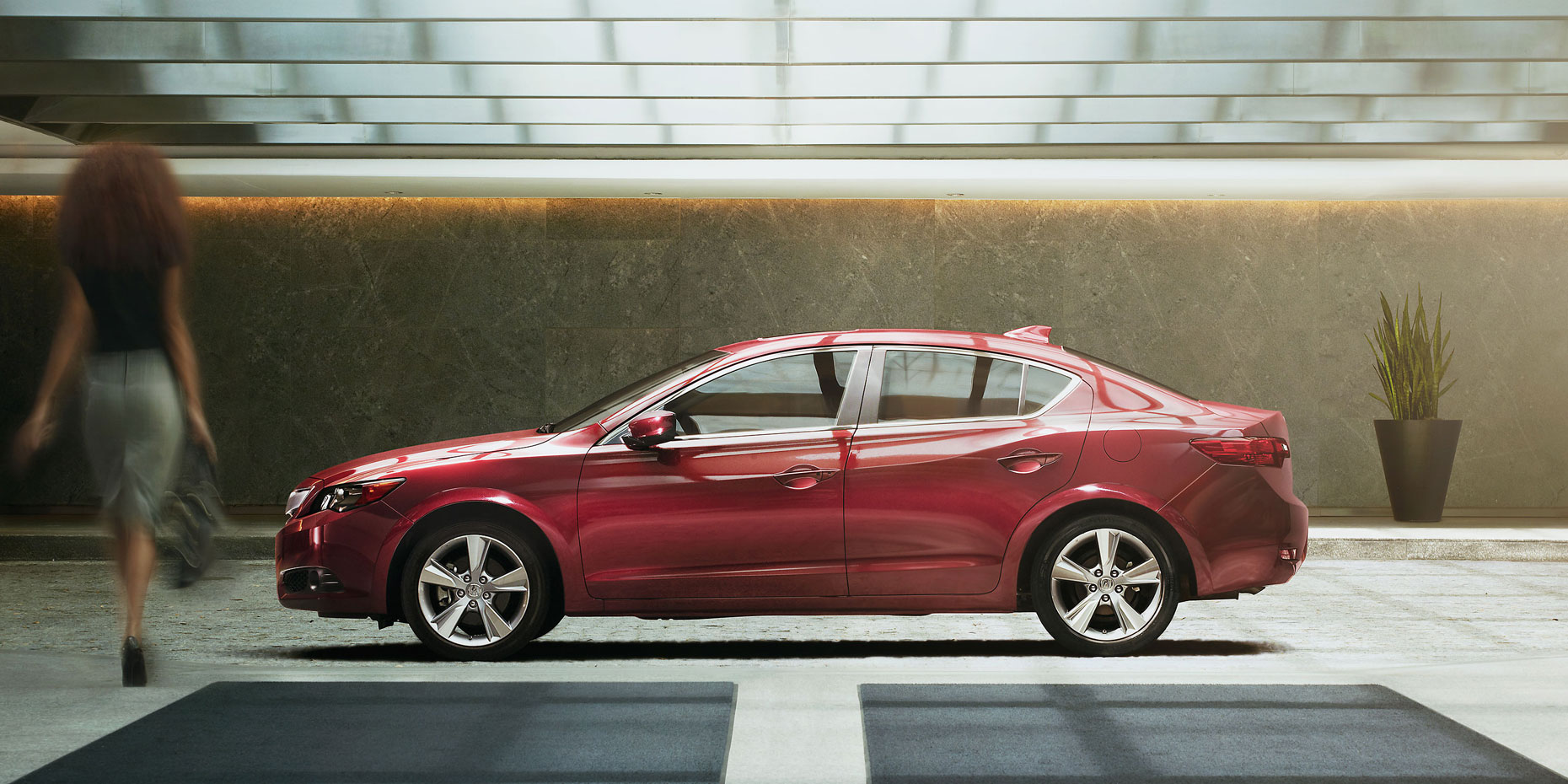 2013-ilx-exterior-6-speed-manual-with-premium-package-in-crimson-garnet-red-head-woman-9_hires.jpg